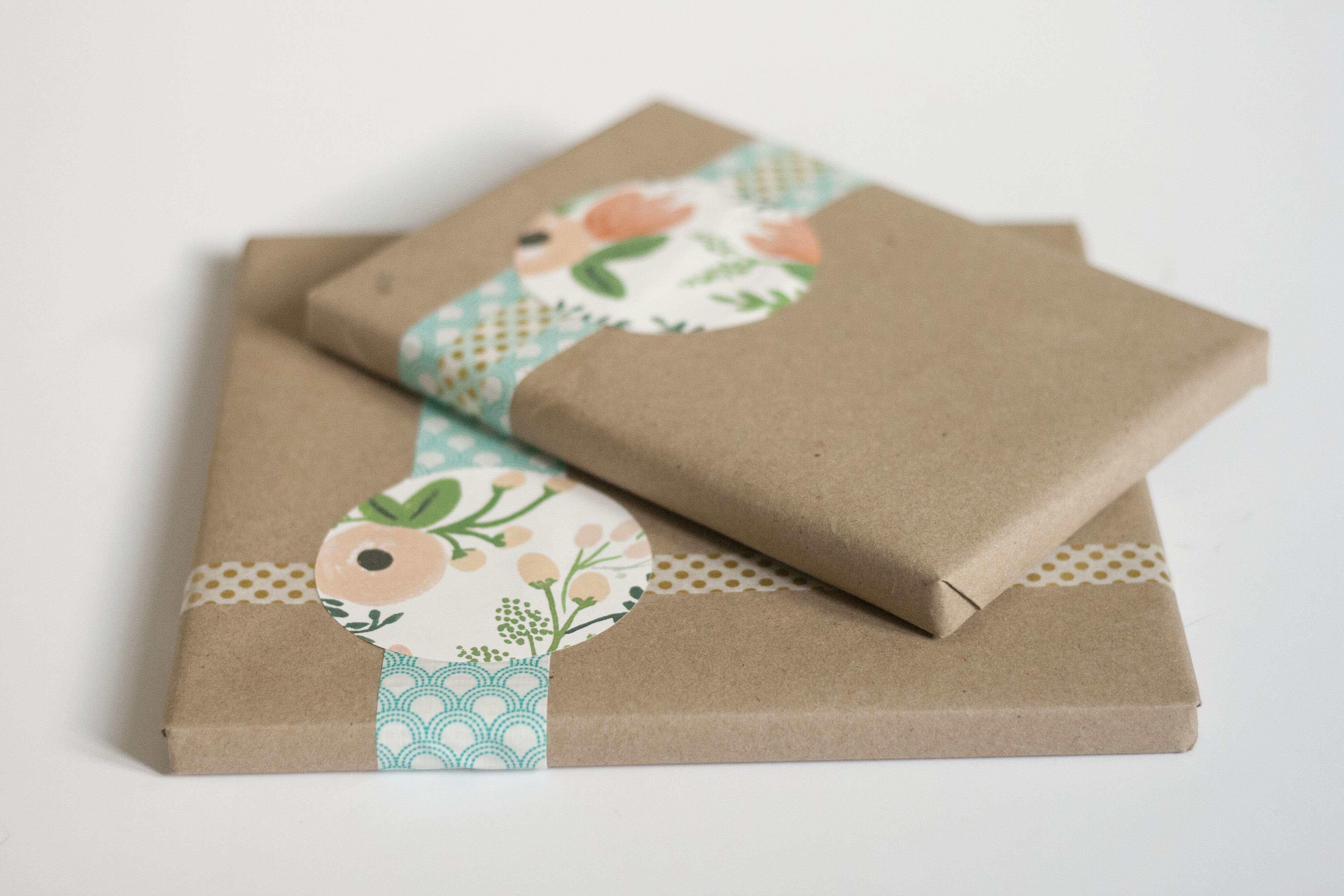 Simple kraft paper gift wrap dream green diy for Paper christmas gifts