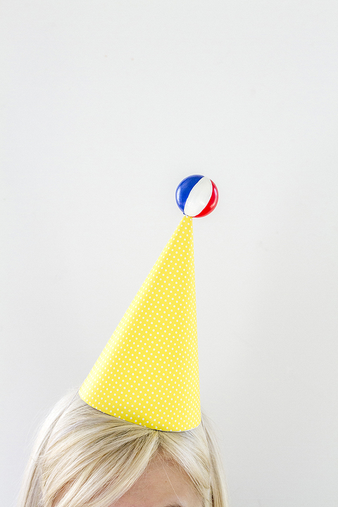 eHow-DIY-Party-Hat-31-677