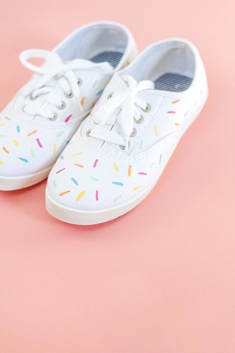DIY Painted Ice Cream Sprinkles Shoes | Dream Green DIY