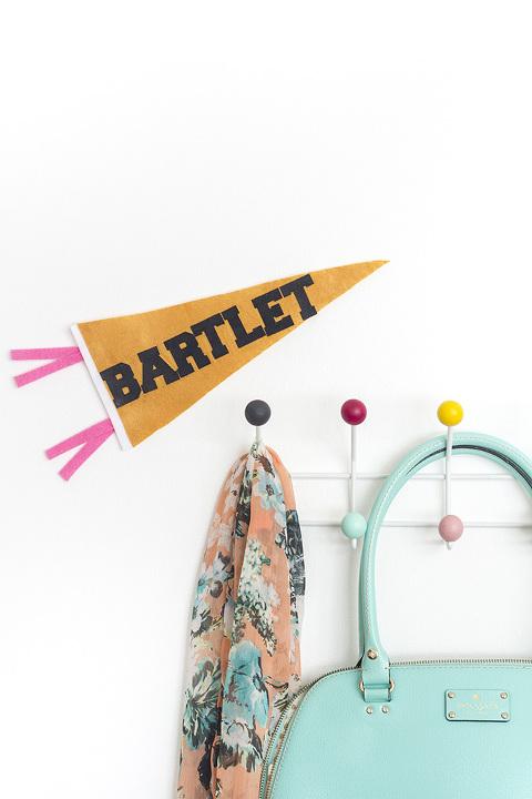 DIY Felt Bartlet Presidential Pennant Flag | dreamgreendiy.com