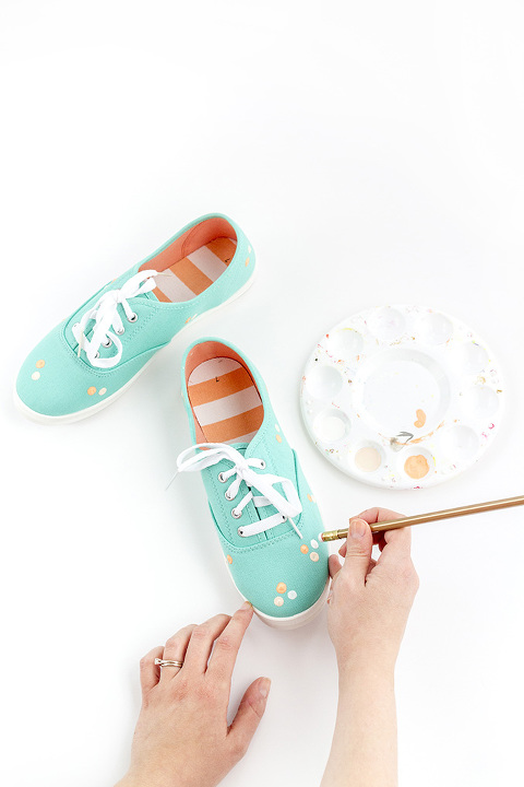 DIY Painted Polka Dot Patterned Sneakers | dreamgreendiy.com