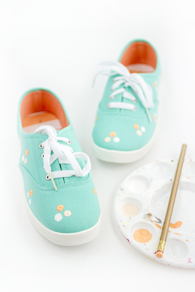 http://www.dreamgreendiy.com/wp-content/uploads/2016/03/15-34474-post/DIY-Polka-Dot-Shoes-25.jpg