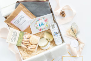 A Day-Brightening Mothers Day Gift Box Idea | dreamgreendiy.com + @mementoandmuse
