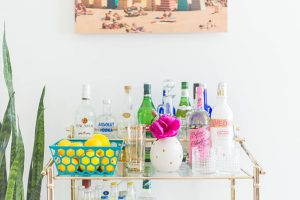 How To Style Your Summer Bar Cart | dreamgreendiy.com + @photosdotcom