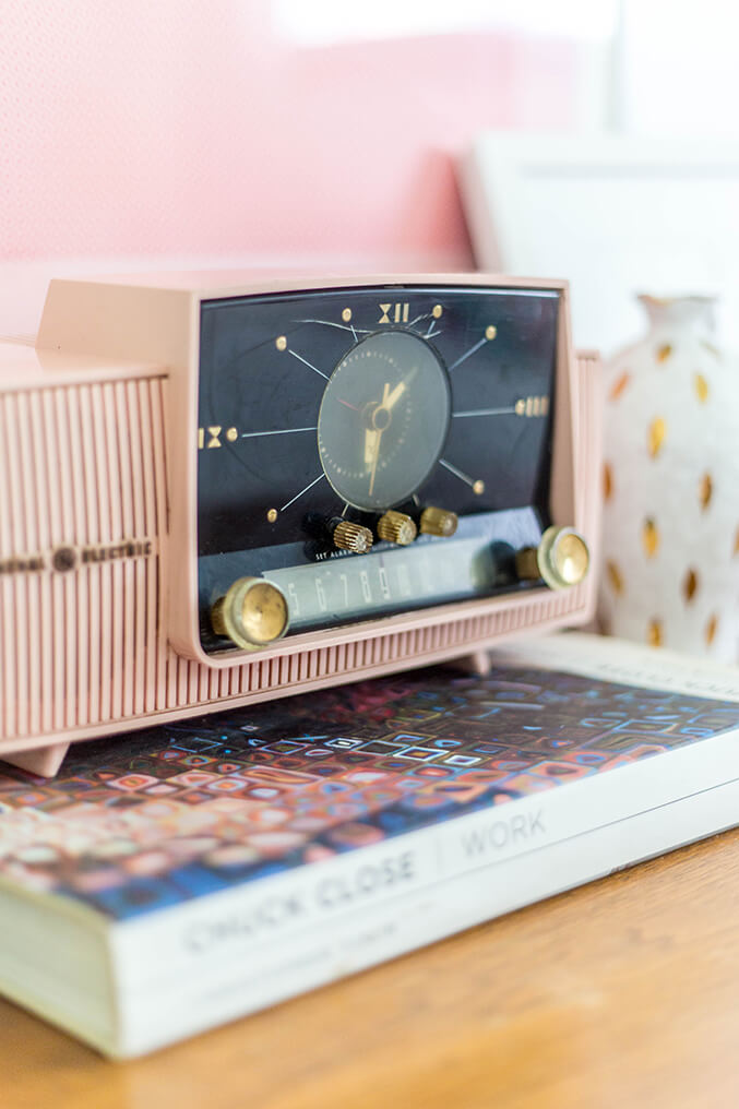 http://www.dreamgreendiy.com/wp-content/uploads/2016/06/10-35607-post/Pink-Clock-Radio-5.jpg