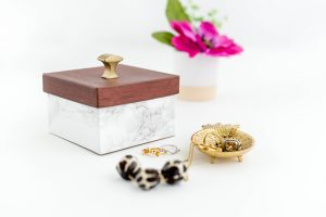 DIY Faux Wood And Marble Trinket Box | dreamgreendiy.com + @ehow