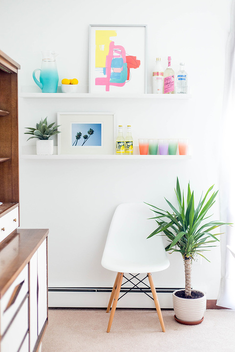 2 ways to style dining room wall shelves - dream green diy