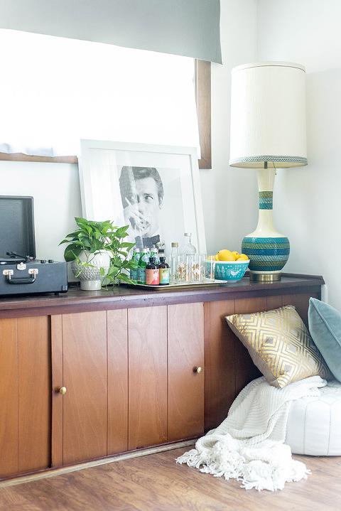 How To Establish A Room Theme With Art | dreamgreendiy.com + @photosdotcom