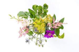 Style your surfaces with fresh flowers this weekend | dreamgreendiy.com
