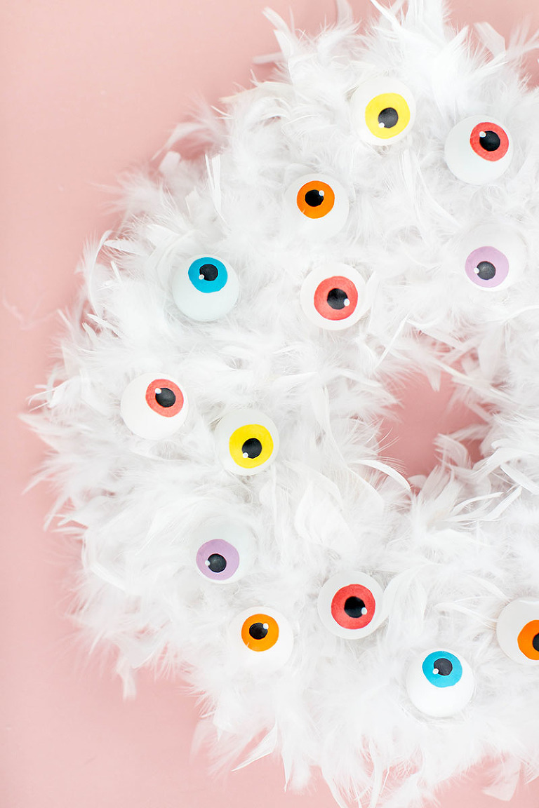 diy eyeball halloween wreath - Halloween Ping Pong Balls