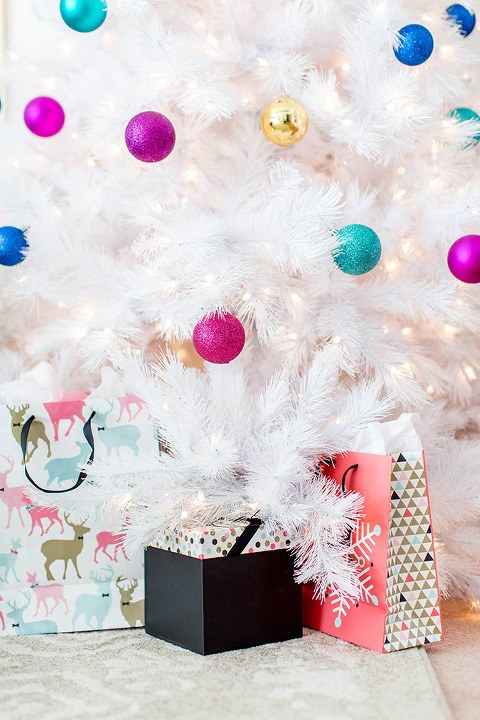 How To Decorate Your Living Room For ChristmasDream Green DIY
