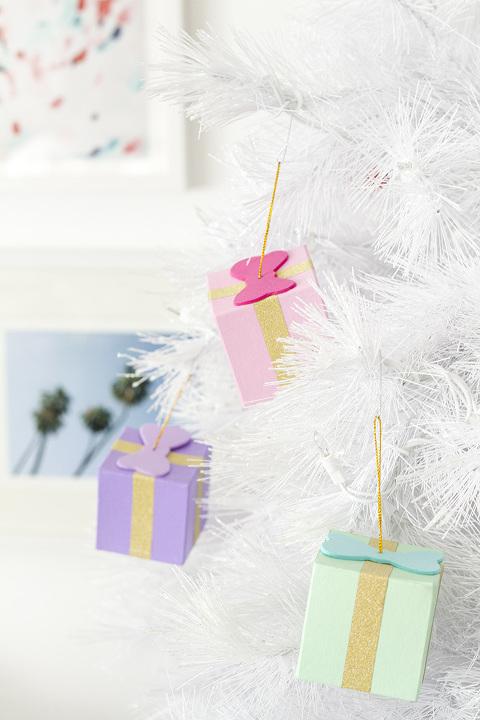 How To Make DIY Gift Box Ornaments | dreamgreendiy.com