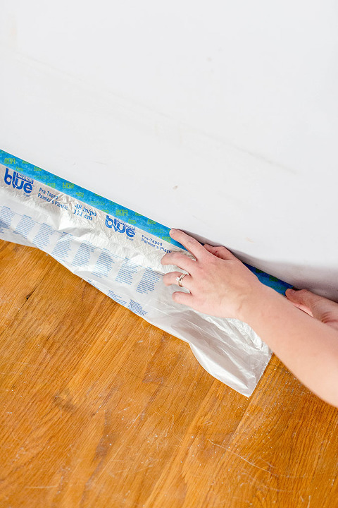 How To Properly Paint A Tight Space (Like A Closet!) | dreamgreendiy.com + @scotchblue #ad #PrepPaintPull