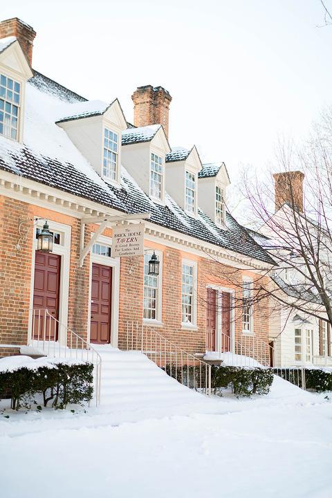 A Winter Walk Through @colonialwmsburg | dreamgreendiy.com