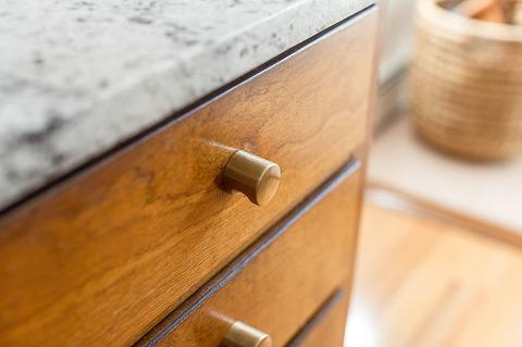 Brand New Brass Hardware In ur Mid-Century Kitchen   dreamgreendiy.com