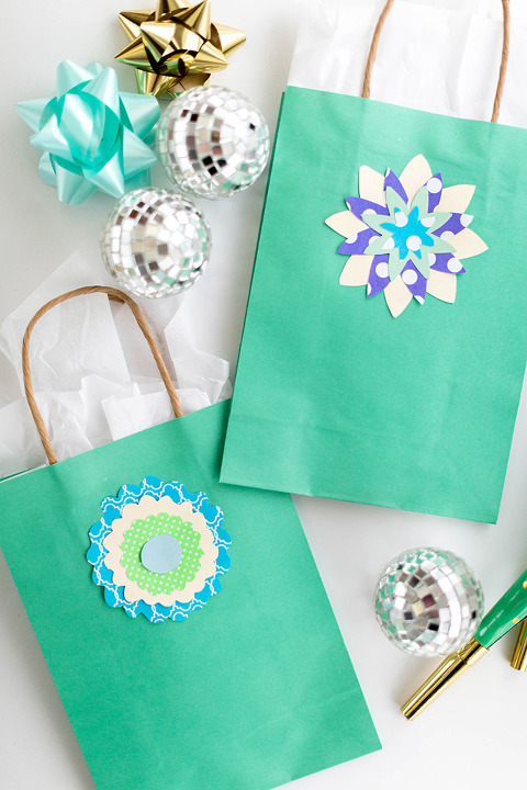 DIY Stenciled Floral Gift Bag Toppers | dreamgreendiy.com + @orientaltrading
