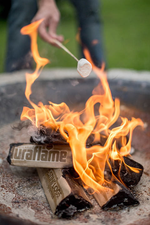 5 Activities To Do Around A Summer Campfire | dreamgreendiy.com + @Duraflame #ad #duraflame