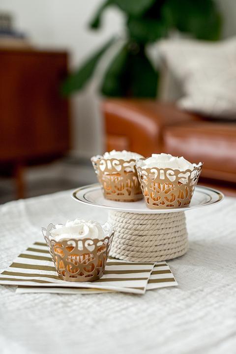 http://www.dreamgreendiy.com/wp-content/uploads/2018/01/13-45640-post/DIY-Foam-Cone-Cupcake-Plate-6(pp_w480_h720).jpg