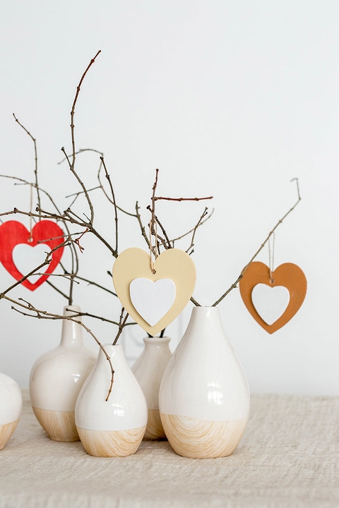 http://www.dreamgreendiy.com/wp-content/uploads/2018/01/21-44361-post/DIY-Heart-Ornaments-Tree-9(pp_w480_h720).jpg