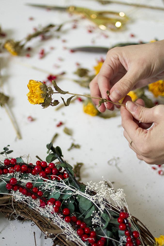 DIY-Seasonal-Wreath-19