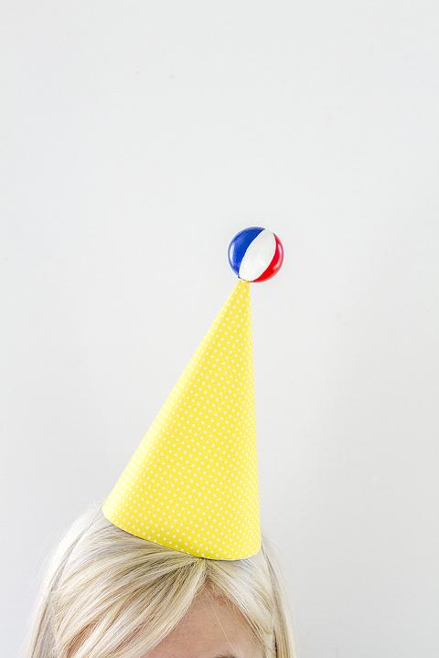 eHow-DIY-Party-Hat-31-677