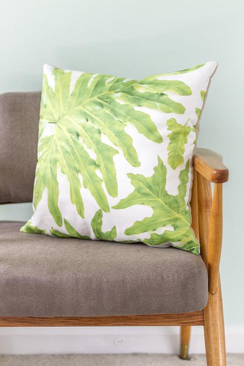 DIY Palm Print Pillows + Free Download   Dream Green DIY