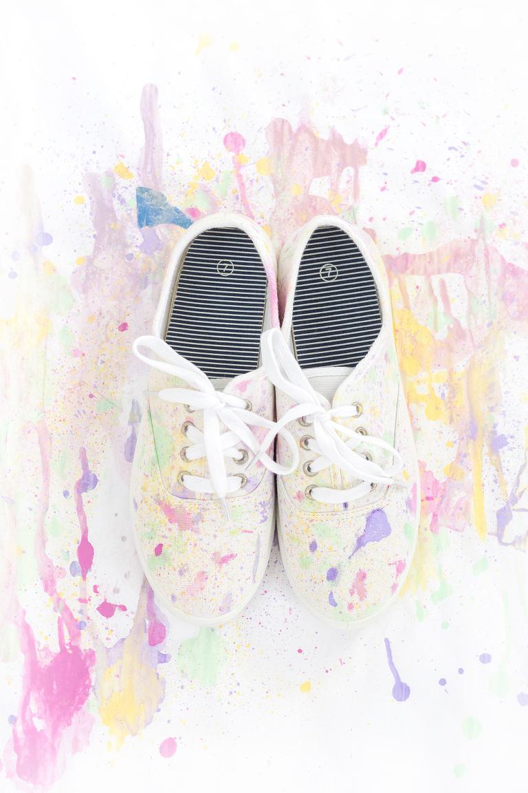 DIY Abstract Paint Splatter Shoes | Dream Green DIY