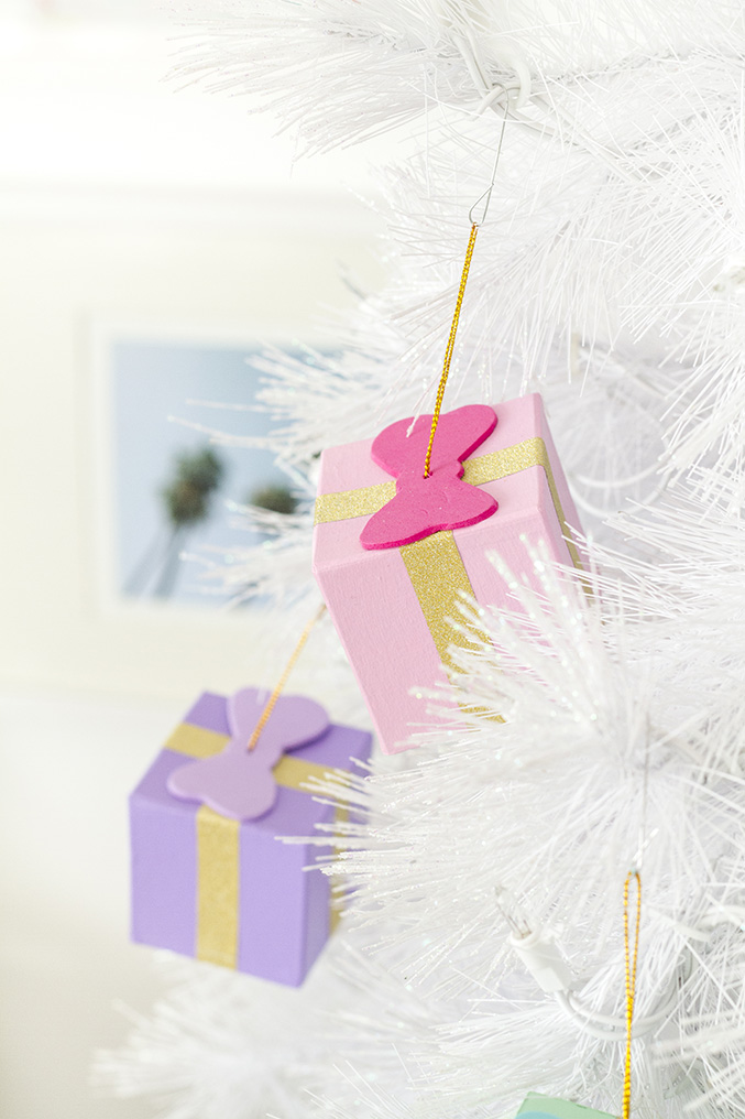 DIY Gift Box Ornaments | Dream Green DIY #theholidaycollective