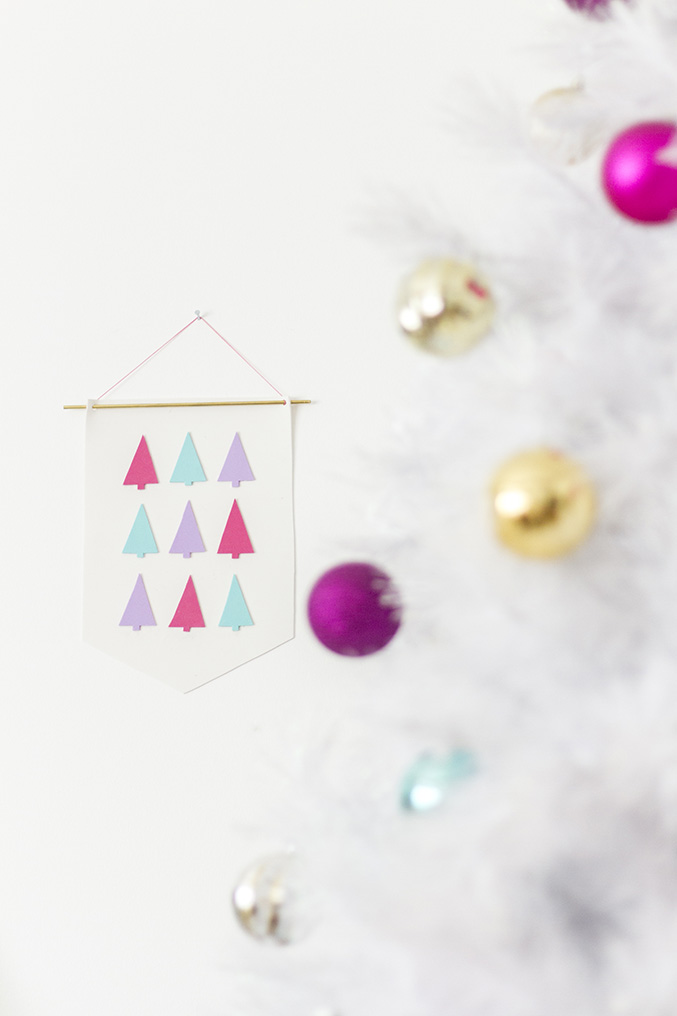 DIY Foam Christmas Tree Banner | Dream Green DIY