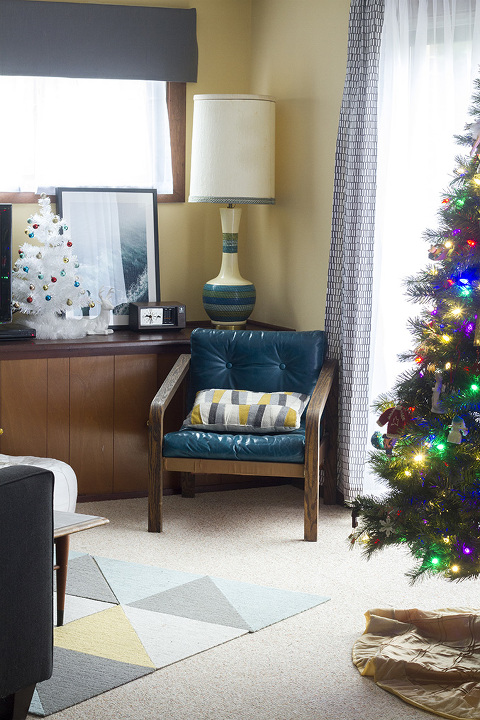 Touring Our Cozy Christmas Time Family Room | Dream Green DIY #bloggerstylinhometours