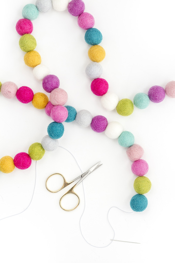 DIY Felt Ball Garland | Dream Green DIY