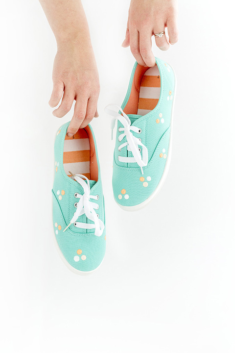 DIY Painted Polka Dot Patterned Sneakers | dreamgreendiy.com