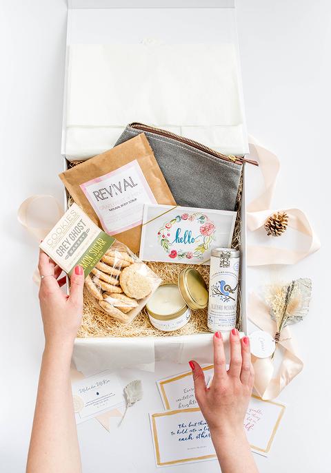 A Day-Brightening Mothers Day Gift Box Idea | dreamgreendiy.com + @mementoandmuse