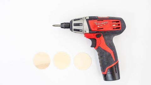 DIY Painted Citrus Slice Keychain | dreamgreendiy.com