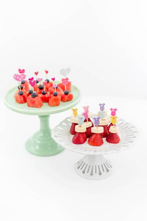 DIY Baby Shower Sticker Snack Toothpicks | dreamgreendiy.com