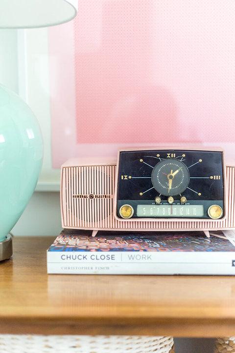 Vintage Pink Clock Radio | dreamgreendiy