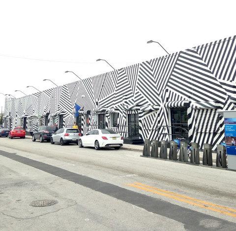 DIY Painted Frame Inspired By The Wynwood Walls In Miami   dreamgreendiy.com