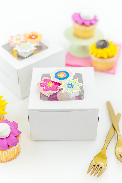 DIY 3D Pop Up Flower Cupcake Box Toppers | dreamgreendiy.com + @orientaltrading