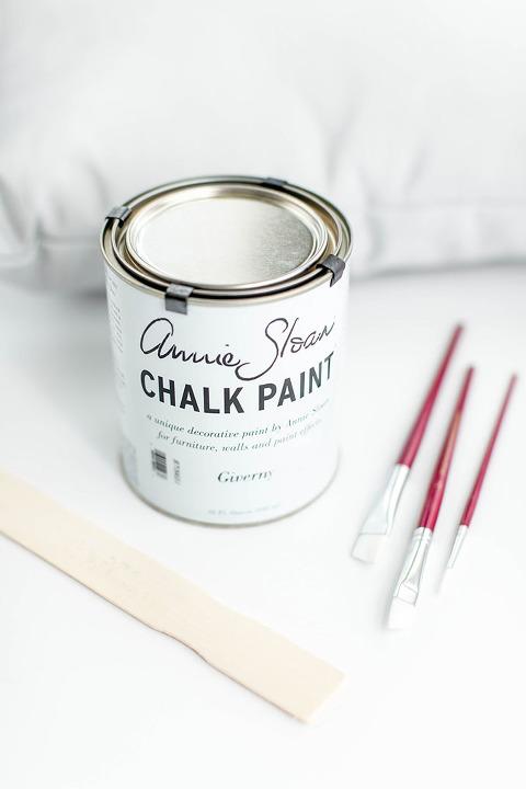 DIY Hand-Painted Chalk Paint Mud Cloth Pillow   dreamgreendiy.com + @unfolded_