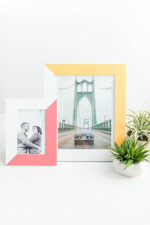 DIY Two-Tone Painted Picture Frame Makeover | dreamgreendiy.com + @scotchblue #ad #PrepPaintPull
