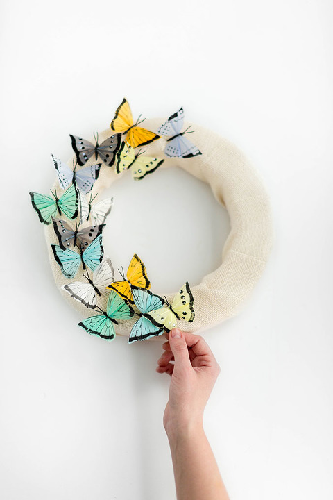 DIY Floating Butterfly Burlap Wreath For Spring | dreamgreendiy.com + @orientaltrading