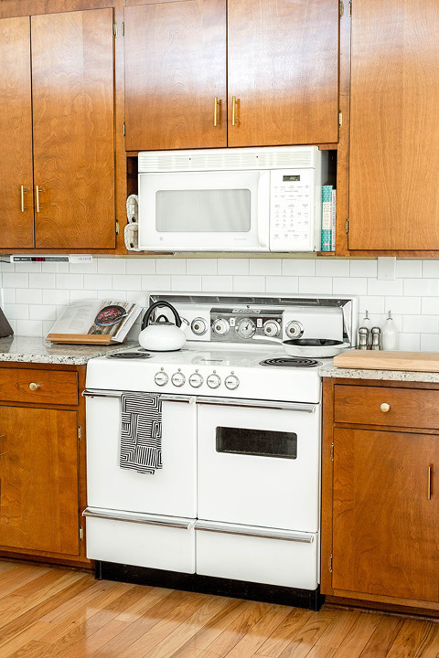 Brand New Brass Hardware In ur Mid-Century Kitchen | dreamgreendiy.com