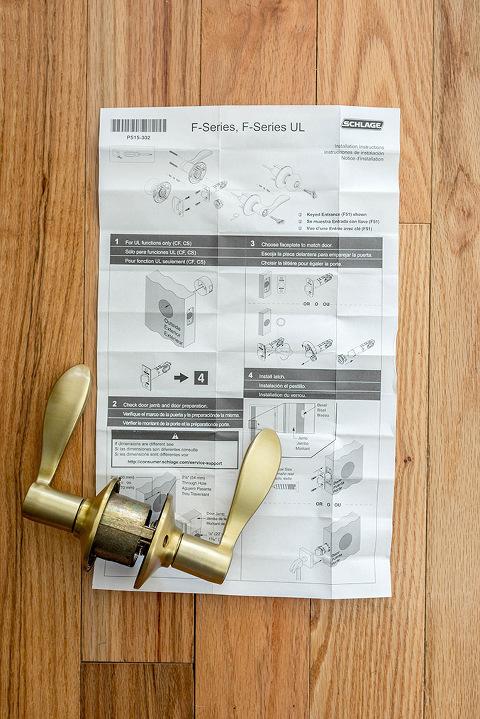 How To Seamlessly Update A Dated Door Knob   dreamgreendiy.com + @SchlageLocks #ad #InteriorInspo