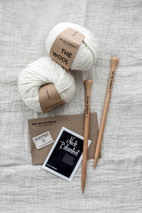 How To Knit Your Own Blanket (For Beginners!) | dreamgreendiy.com + @weareknitters