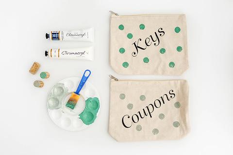DIY Polka Dot Painted Junk Drawer Bags   dreamgreendiy.com + @orientaltrading