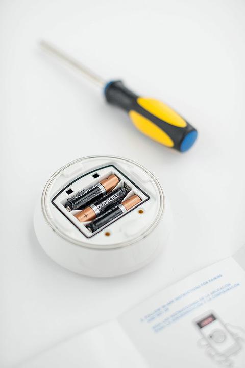 How To Set Up A Leak Detector In Your Home | dreamgreendiy.com + @deltafaucet #ad #DeltaLeakDetect