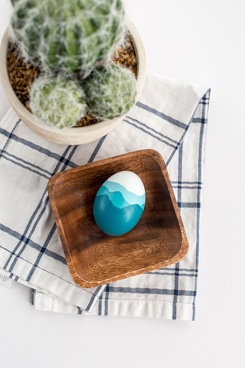 DIY Painted Blue Ridge Mountains Easter Egg | dreamgreendiy.com + @FoodNetwork