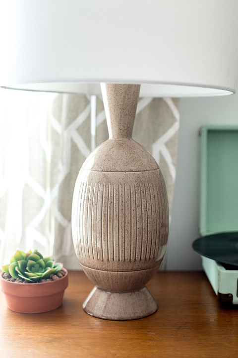 https://www.dreamgreendiy.com/wp-content/uploads/2018/02/20-46677-post/MCM-Living-Room-Lamp-6(pp_w480_h720).jpg