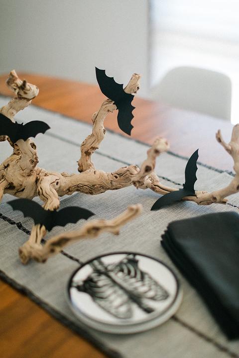 DIY Bat Branch Halloween Centerpiece Décor