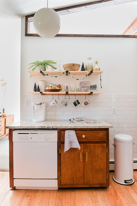 DIY Custom Photo Mug Rail For The Kitchen
